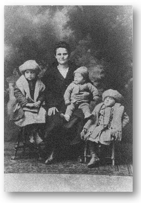 Mara Oreb Gagich with three oldest surviving children, Millie, Robert, and Ruby.  Photo Courtesy of Gagich Family Archive.